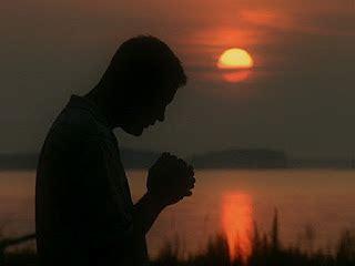 imagenes gente orando tiene sentido orar a los pies de jesus