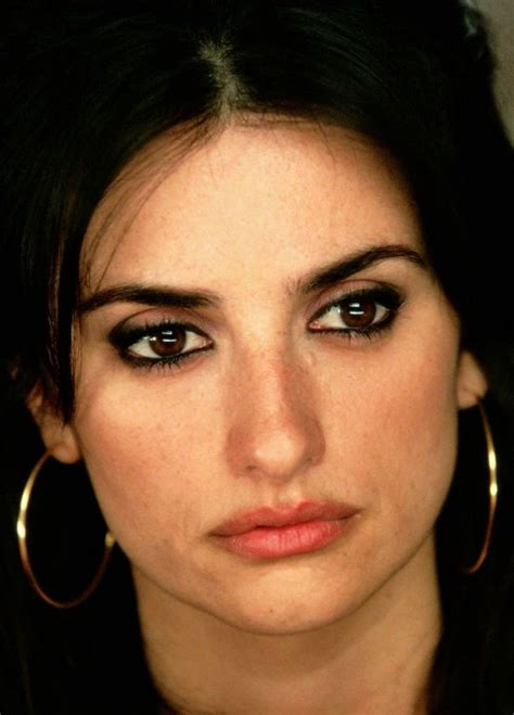 how to wear makeup like penelope cruz 7 steps wikihow penelope cruz in volver photography pinterest mulher