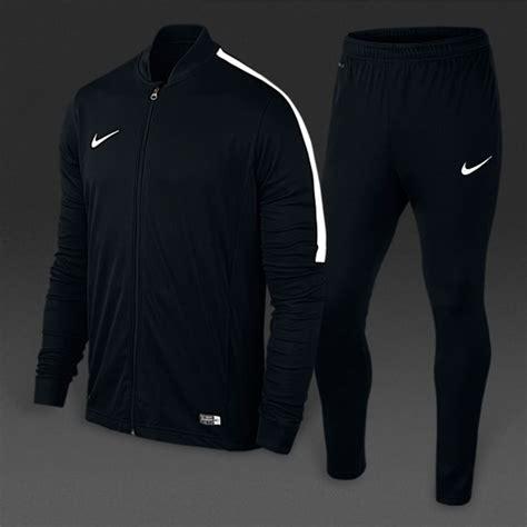 Joget 34 Nike Fc Traning ensemble nike noir et blanc