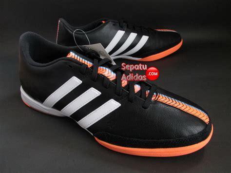 Sepatu Black Alas White adidas 11nova in black white orange sepatu bola sepatu