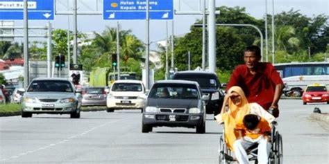 Kursi Roda Malaysia kakek tua ini dorong anak dan cucunya berkilo kilo meter hanya untuk ke rumah sakit paling seru