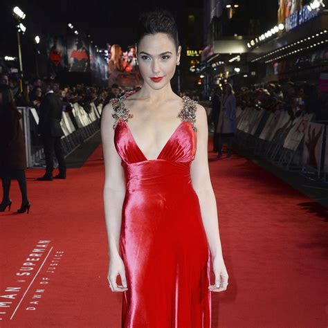 Gal Gadot Wardrobe by Gal Gadot S Dress At Batman V Superman European Premiere