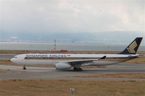 File Holder Singapore Airlines file singapore airlines airbus a330 343 jpg wikimedia