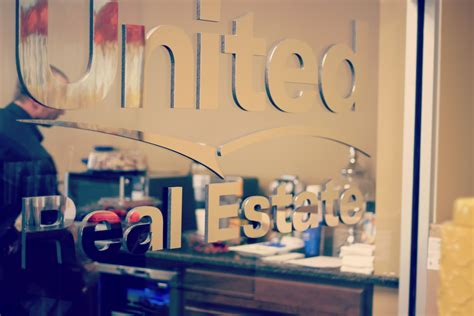 best franchises to invest in 2014 united real estate s official 187 start the new year right invest in a united real