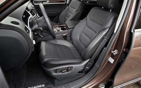 volkswagen touareg interior 2004 2013 volkswagen touareg tdi lux first test motor trend