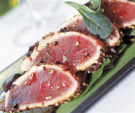 cucinare filetto di tonno trancio di tonno alle olive e capperi cucina