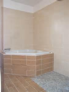 sud habitat constructeur construction maison salle de bain avec baignoire d angle et