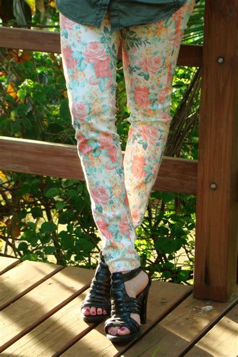 Jeans de estampado floral   camisa estilo militar.   Blog de Moda Costa Rica   Fashion Blog