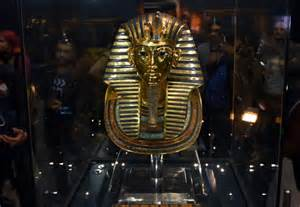 egyptian museum s displays cairo weepingredorger tutankhamun s gold mask restored after botched repair daily mail online
