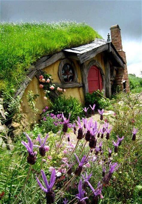 hobbit house new zealand hobbiton in rotorua new zealand the amazing pics