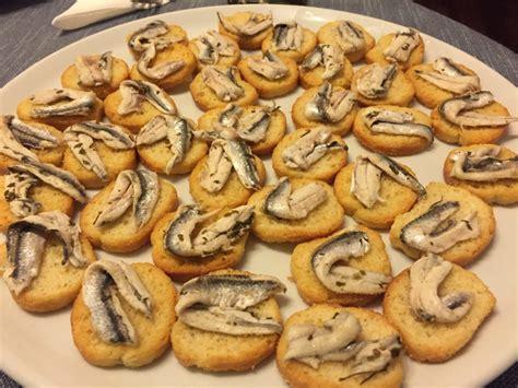alici come cucinare ricetta crostini con alici marinate cucina con benedetta