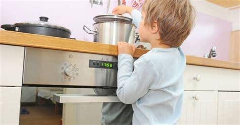 sicurezza bambini casa consigli per la sicurezza bambini in casa sicurezza in