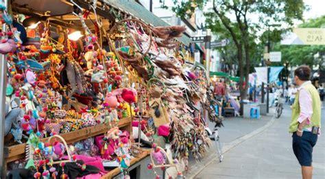 pasar malam  wajib dikunjungi  traveling