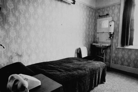 hotel rooms with inside earl killer of martin luther king stayed in earls court in 1968 flashbak