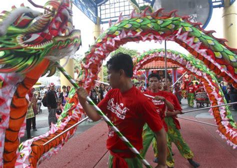 new year indonesia indonesia danze feste e messe l indonesia festeggia l