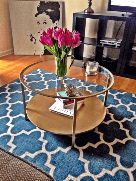 the formulas how to decorate a glass coffee table