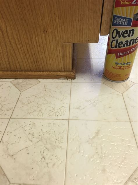 Cleaning linoleum floors. Oven cleaner with lye. Spray and