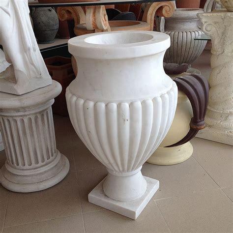 vasi di marmo fratelli vagnoni store per arredare con stile