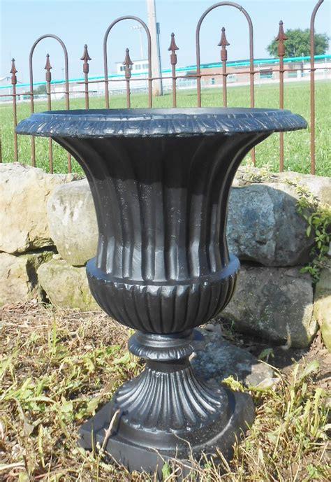 Cast Aluminum Planters by 22 Quot Medium Venetian Cast Aluminum Flower Planter Urn