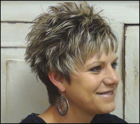 kurze frisuren fuer frauen ab  mit kurzen haarenjpg