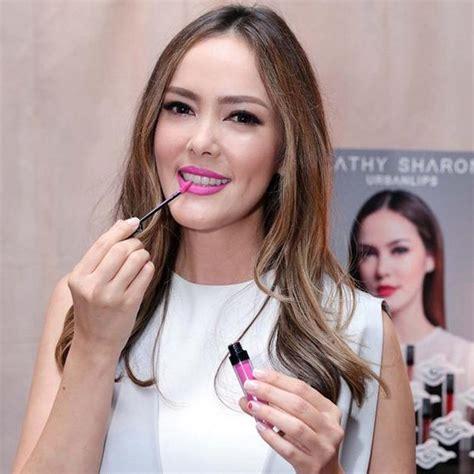Lipstik Zam bingung milih lipstik coba deh pakai 5 brand dari artis