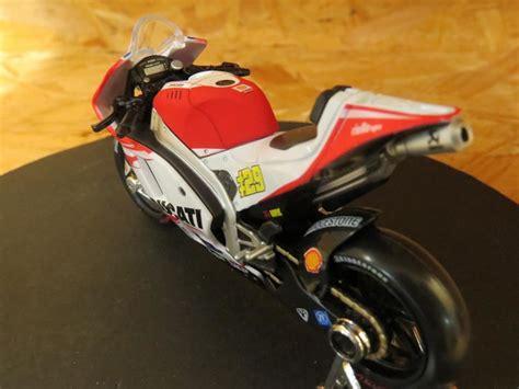 Diecast Motogp Ducati Desmosedici Andrea Iannone 29 2015 andrea iannone ducati desmosedici 2015 1 18