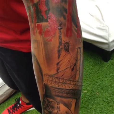new york themed tattoo designs thierry henry unveils detailed new york themed sleeve