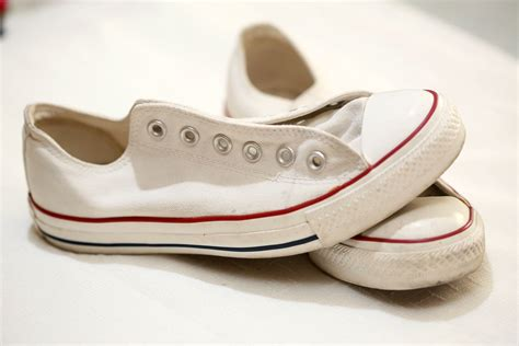how to clean converse shoes using a magic eraser 12 steps