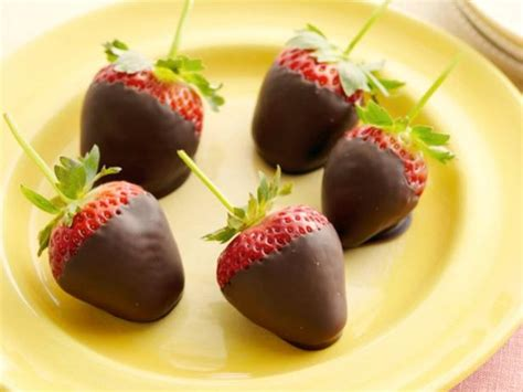 7 Ingredients And Directions Of Chocolate Covered Strawberries Receipt by Chocolate Covered Strawberries Recipe Paula Deen Food