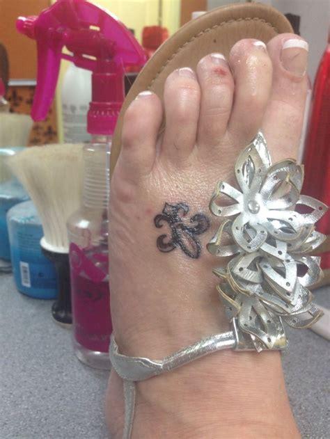 small fleur de lys foot tattoos 122 best fleur de lis images on ideas