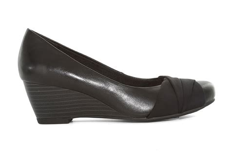 bare traps womens shoes womens wear by bare traps davie slip on black