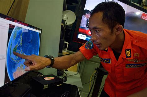 airasia flight qz8501 missing with 162 people on board the search for missing airasia flight ferry disaster in