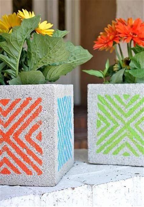 Cheap Concrete Planters by Best 25 Cheap Pit Ideas On Cinder Block