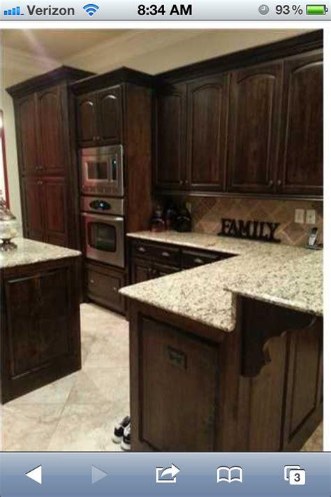 kitchen cabinet countertop color combinations 36 best images about kitchen cabinets countertops on