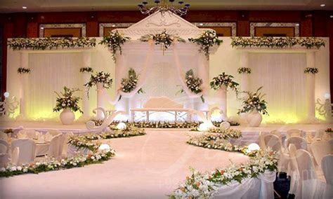 Simple Wedding Stage Decoration ? OOSILE