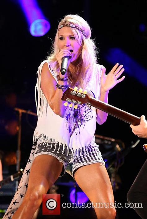Singers Wardrobe by Carrie Underwood 2013 Cma Festival At Lp Field
