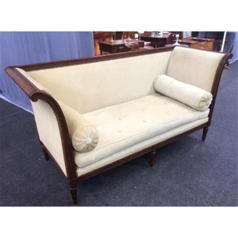 rénover un canapé en cuir craquelé ancienne banquette idee