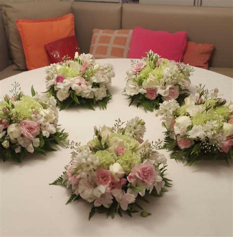 arreglos de mesa para bautizo con flores decoracion con flores para primera comunion buscar con
