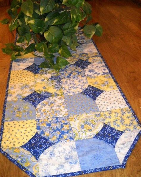 charm pack table runner made from charm pack how easy quilt table runners