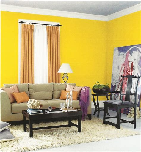 Yellow Livingroom Pics Photos Living Room With Yellow Walls And Black And