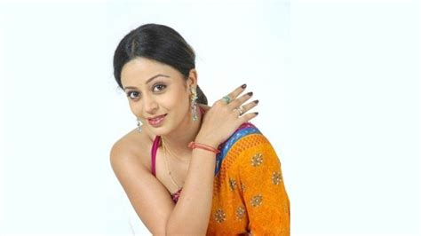 hindi film actress neha neha pendse biography age hot pics wedding wiki