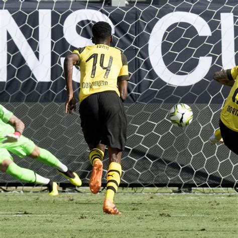 christian pulisic icc christian pulisic scores twice as dortmund beat liverpool