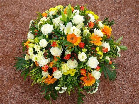 coussin de fleurs deuil coussin rond fleurs deuil coussin fleurs 233 raires coussin fleurs mortuaires coussin fleurs