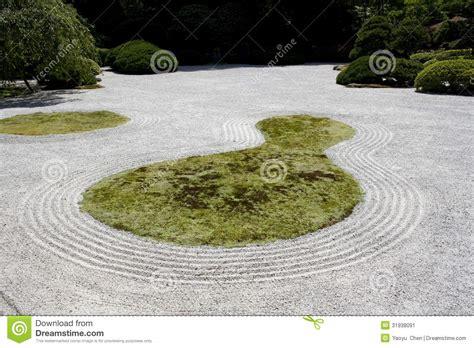 sand garden and sand garden at portland japanese garden with tiled roof chsbahrain