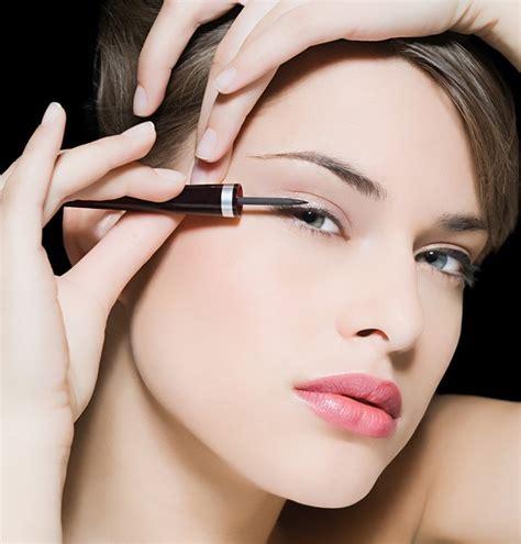 Eye Do Pour Les Yeux Crayon Eyeliner Bold Emina Cosmetics 1 les accessoires indispensables pour un maquillage des yeux