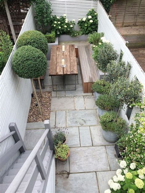 ideas for your terraced house garden 4 celebrating the 25 best small terrace ideas on pinterest balcony tiny balcony and small balconies