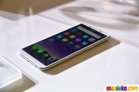 foto melihat peluncuran smartphone canggih oppo