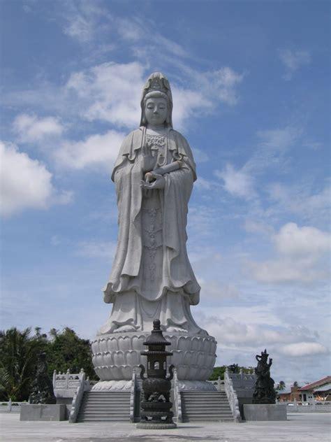 melihat rupa patung dewi kwan im  tertinggi  asia