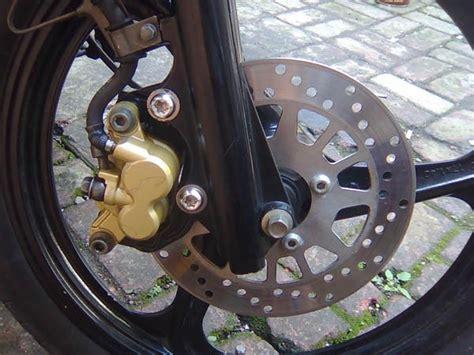 Minyak Rem Cakram rhyu mengganti minyak rem pada sepeda motor