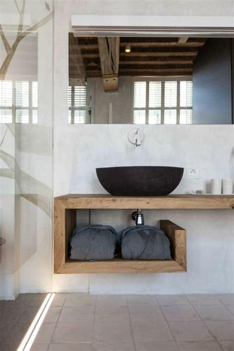 fliesen aus glas waschtisch aus holz u form handtuecher waschbecken schwarz